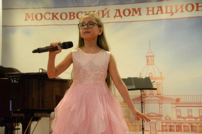 Анечка Кристинина на концерте в Москве